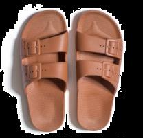 Waterbestendige, milieuvriendelijke Freedom Moses Toffee slippers bruin voor dames
