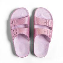 Waterbestendige, milieuvriendelijke Freedom Moses Isla Glitter slippers, roze met glitters voor meisjes en tieners