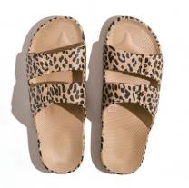 Waterbestendige, milieuvriendelijke Freedom Moses Leo Camel slippers lichtbruin met zwart printje voor dames en meisjes