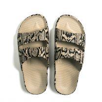 Waterbestendige, milieuvriendelijke, Freedom Moses slippers Cobra Sands model, zandbruin met zwart, maat 24/25 t/m 40/41