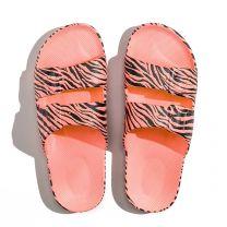 Waterbestendige, milieuvriendelijke Freedom Moses Zebra Capri slippers (koraal) roze met zwart printje
